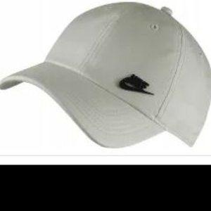 Beige Nike Heritage86 Cap